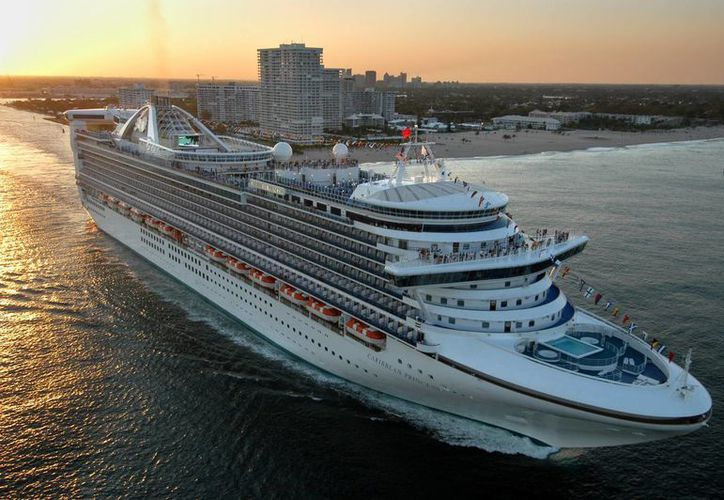 El nuevo Caribbean Princess zarpa en su viaje inaugural del puerto Everglades en Fort Lauderdale, Florida, el 3 de abril de 2004. (Agencias)