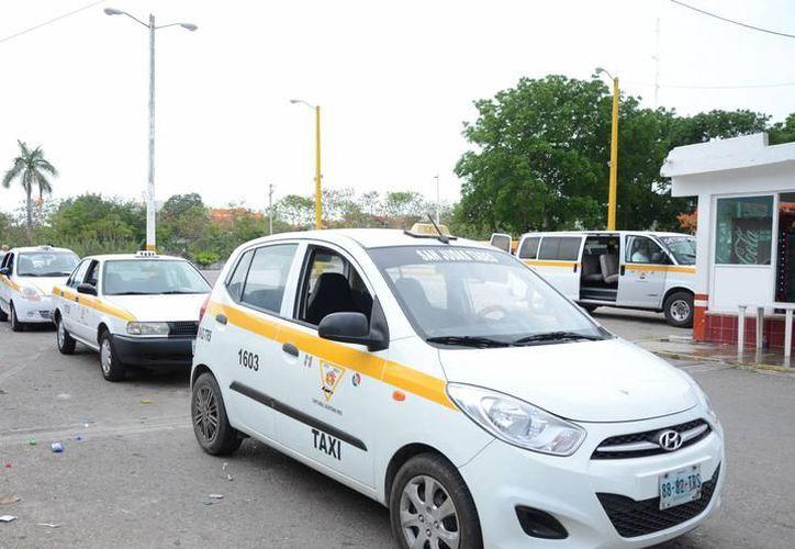 El paradero de camiones beliceños sería uno de los sitios en donde se colocaría un tarifario de los taxistas en inglés y español. (Joel Zamora/SIPSE)