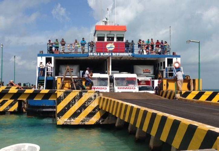 """El plan se llevaría a cabo con el ferry """"Isla Blanca"""" que recién recibió mantenimiento. (Lanrry Parra/SIPSE)"""
