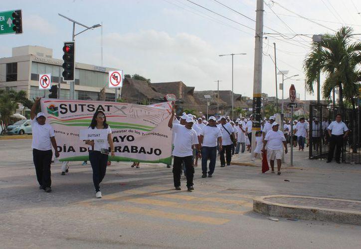Trabajadores exigen a la presidenta municipal una mejora en el servicio médico de Tulum. (Sara Cauich/SIPSE)