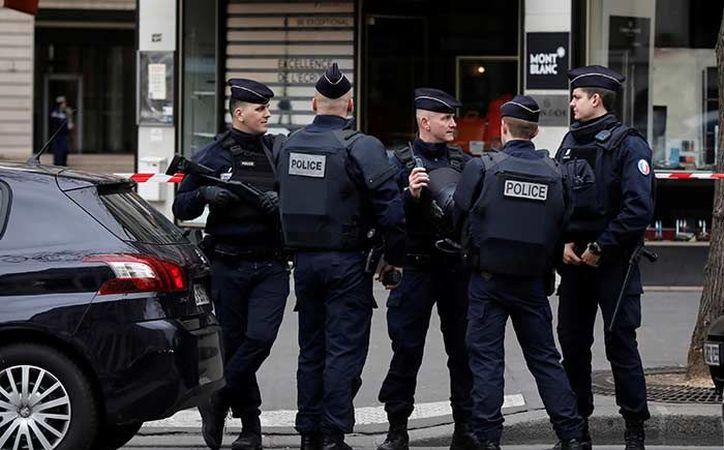 Todos los edificios que rodean la sede de la Corte Financiera en el noveno distrito de la capital, centro, fueron evacuados. (Reuters)