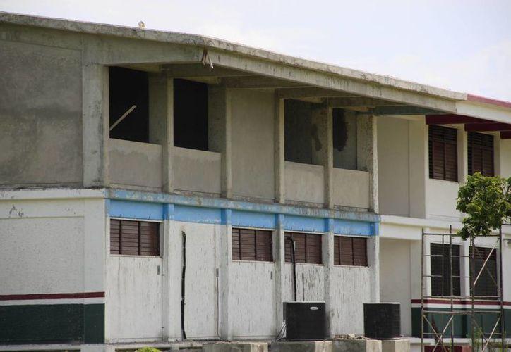 Precipitaciones pluviales atrasan las construcciones de los planteles educativos (Paloma Wong/SIPSE)