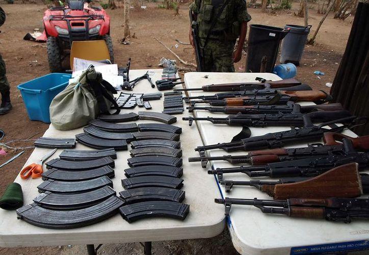 Se decomisaron 49 mil 949 pistolas y 75 mil 835 armas largas, en su mayoría fusiles de asalto. (Archivo/Notimex)
