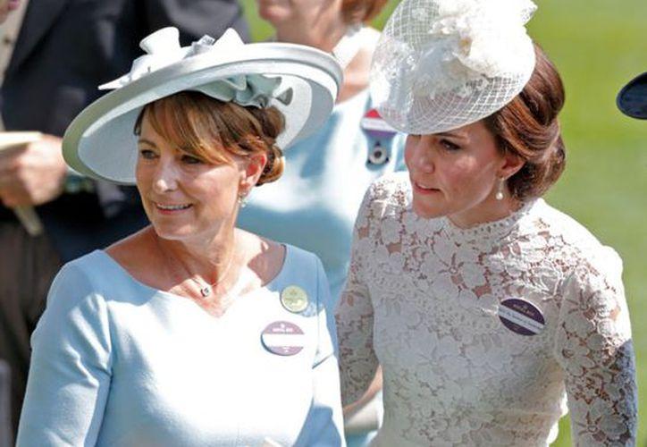 La duquesa de Cambridge Kate Middleton, está en medio de la polémica por el disfraz que puso a la venta su familia. (Quién)