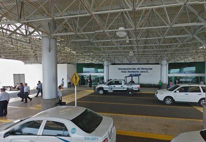 Para el día de hoy, la vigilancia en la terminal es la de siempre, lo mismo que la llegada de pasajeros que aprovechan las vacaciones de Semana Santa para viajar a otros destinos nacionales y del extranjero. (Google Maps)