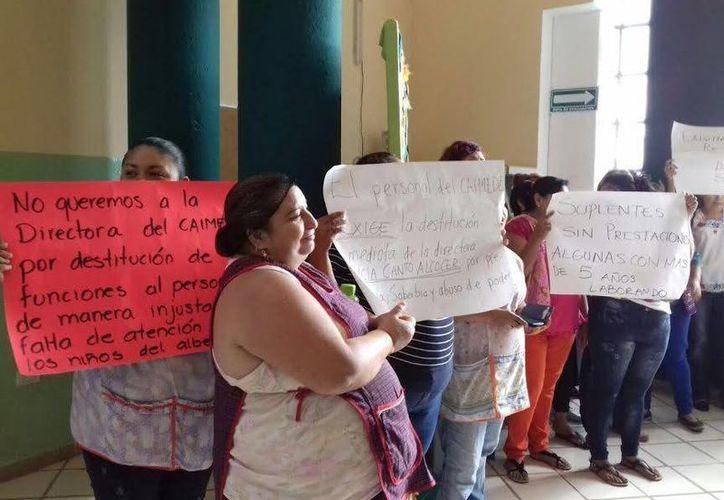 La directora del Caimede, Alicia Beatriz Canto, ofreció diálogo a los empleados (foto) que ayer se manifestaron a las puertas de la dependencia para pedir su destitución. (Foto cortesía del Gobierno de Yucatán)