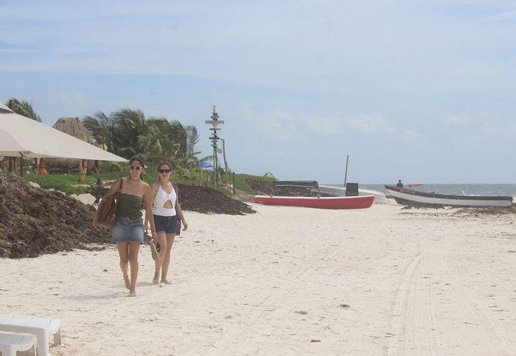 Prestadores de servicio señalan que de la limpieza de playas, dependerá el éxito de la temporada de verano e invierno. (SIPSE)