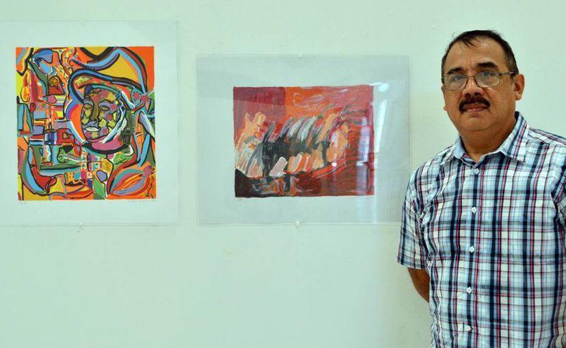 La exposición contiene 72 obras en formatos medianos y algunas más en diferente tamaño. En la foto, el artista visual Jorge Méndez Arceo.(Milenio Novedades)
