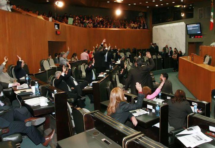 Durante la última sesión ordinaria antes de salir de vacaciones, los legisladores avalaron las fechas. (regiando.com)