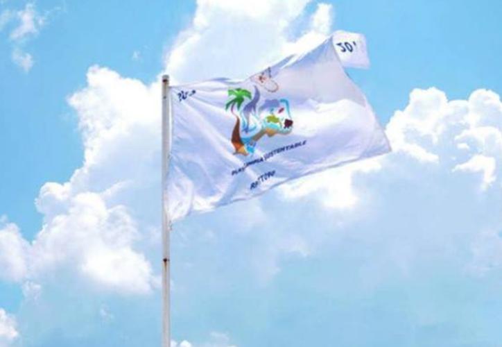 La Semarnat entregó a playa Delfines el reconocimiento por ser limpia y sustentable. (Redacción/SIPSE).