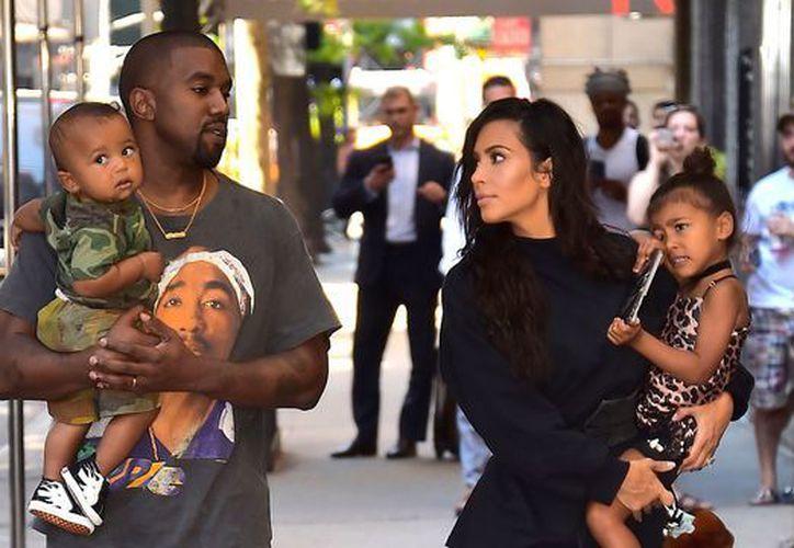 Aunque la noticia de la probabilidad de que Kim rentara un vientre salió apenas en mayo, al parecer la decisión ya estaba tomada desde antes. (CLB)