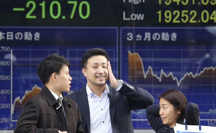 Las empresas que cuentan con inversiones en Japón las retuvieron al conocerse la caída del país en recesión técnica. (AP)