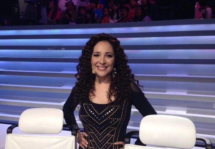 La cantante anunció en Twitter que la emisión no saldría por problemas técnicos.(Twitter.com/@MyriamMonteCruz)