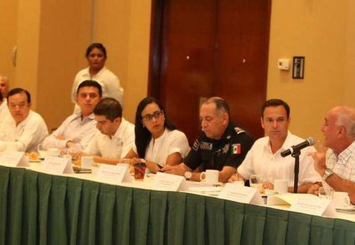 Las autoridades trataron temas que impacten favorablemente en las condiciones sociales de los quintanarroenses y benitojuarenses. (Cortesía/SIPSE)
