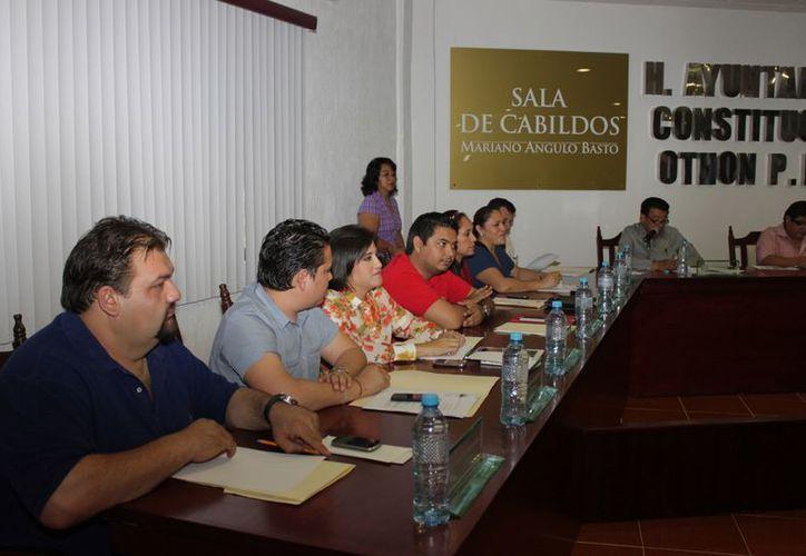 Regidores del PRD, PAN y PT mostraron sorpresa al enterarse que los créditos por más de 24 millones de pesos, solicitados en 2012, hayan sido a Sofomes. (Enrique Mena/SIPSE)