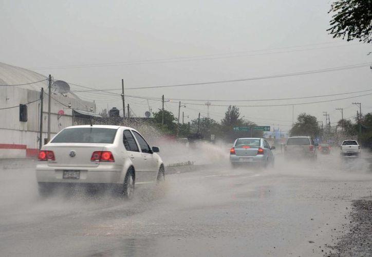 Piden a la población tomar precauciones ante las intensas lluvias. (Notimex)
