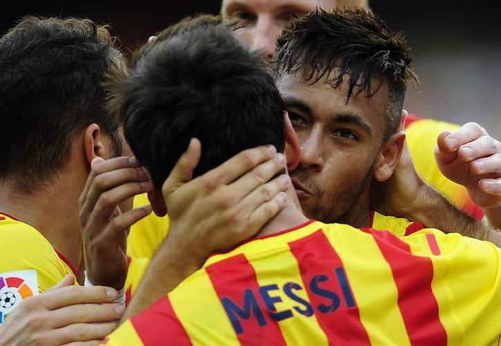 Neymar celebra con Messi una de las anotaciones ante el Bilbao en la tercera jornada de la Liga de España. (Foto: AP)