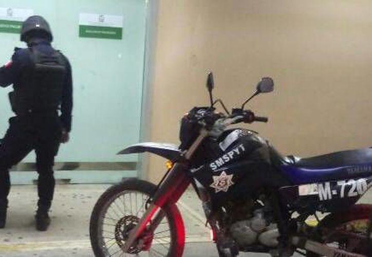 Los heridos fueron trasladados en un vehículo particular al Instituto Mexicano del Seguro Social. (Raymundo López/ SIPSE)