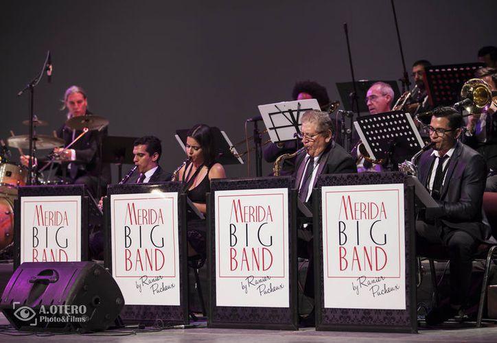 El disco de la Big Band contiene temas de Frank Sinatra, Louis Amstrong, Ella Fitzgerald, Nat King Cole, Diane Sure, Natalie Cole y Michael Bublé.