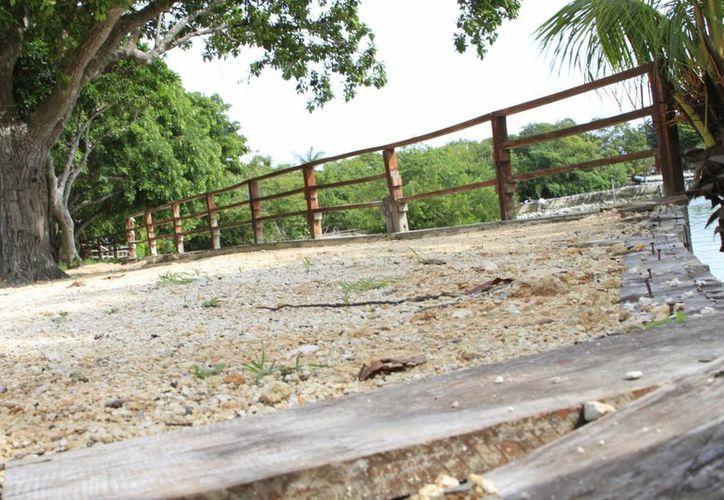 Se encuentra en pésimas condiciones el parador turístico. (Claudia Martin/SIPSE)
