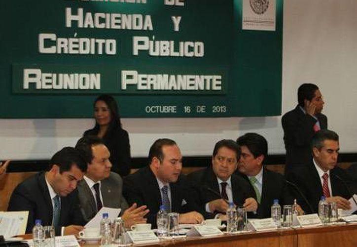 Legisladores de la Comisión de Hacienda durante la discusión en San Lázaro. (Héctor Téllez/Milenio)