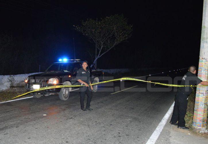 Un motociclista falleció en la vía Tixkokob-Euán, tras chocar contra un taxi colectivo. (SIPSE)