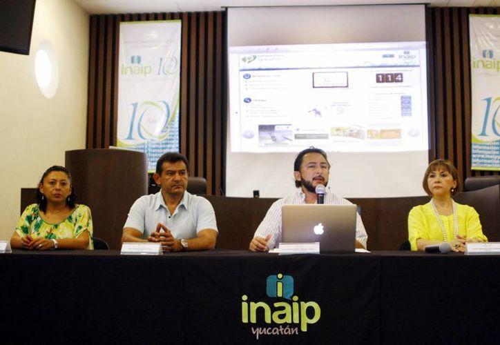 Imagen de los funcionarios del Inaip al momento de presentar su nuevo portal web. (Milenio Novedades)
