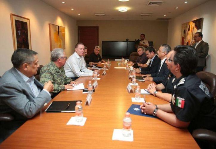 El gobernador, Quirino Ordaz Coppel, aseguró que ya se asumieron medidas de control en el Centro Penitenciario Aguaruto. ( Qué pasa Mazatlán).