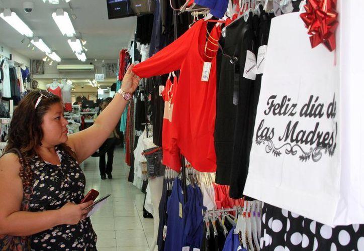 El Día de las Madres es una fecha en la cual los establecimientos comerciales por lo general ofrecen diversas promociones y ofertas. (Archivo/SIPSE)