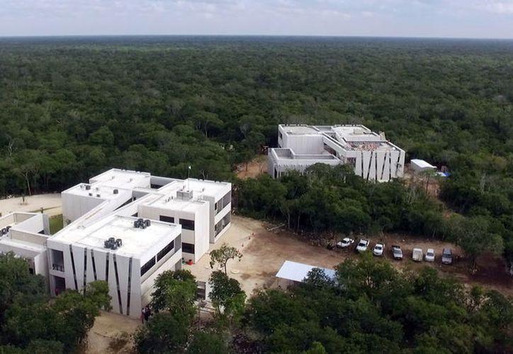 La nueva etapa de la UPY incluye el área de control escolar y la cafetería. (Foto: Milenio Novedades)
