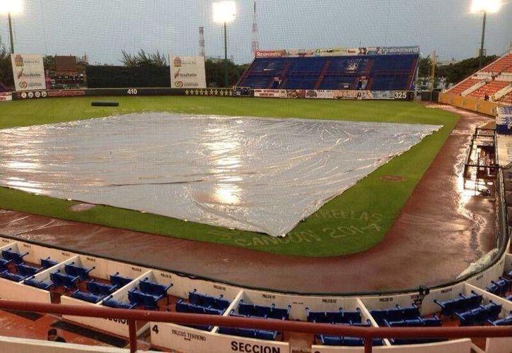 El juego debió reanudarse a las 13:00 horas pero la lluvia no cedió. (Redacción/SIPSE)