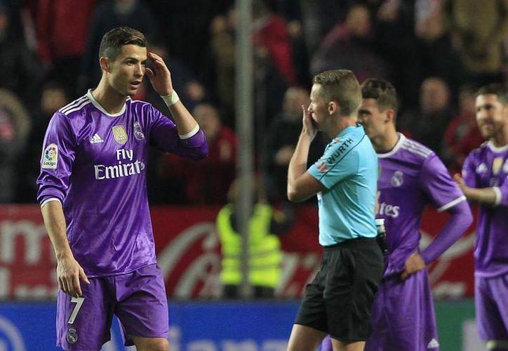 El equipo de Real Madrid perdió por primera ocasión desde que son dirigidos por el francés Zinedine Zidane.(Ángel Fernández/AP)
