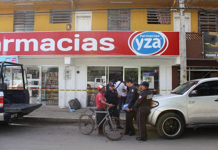 El delincuente amenazó a la mujer encargada de la caja con un cuchillo y se llevó mil 500 pesos. (Foto: Redacción/SIPSE)