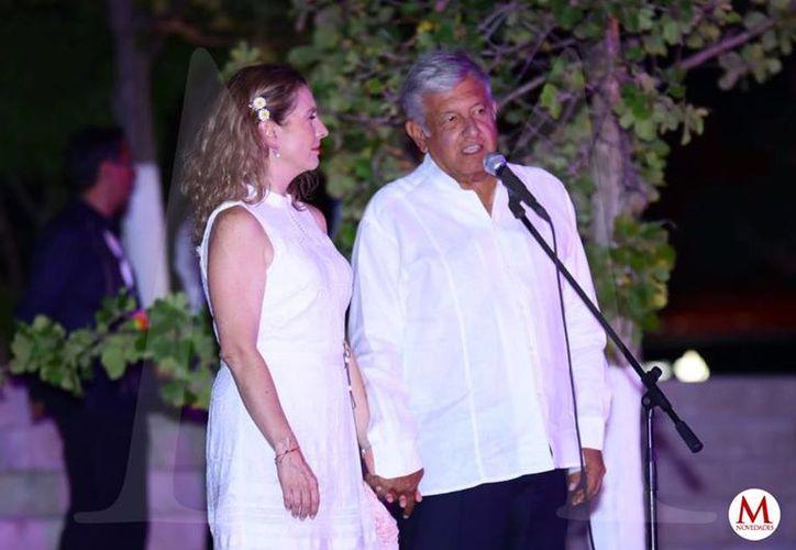 López Obrador acompañado de su esposa, Beatriz Gutiérrez Müller. (Jorge Acosta/Milenio Novedades)