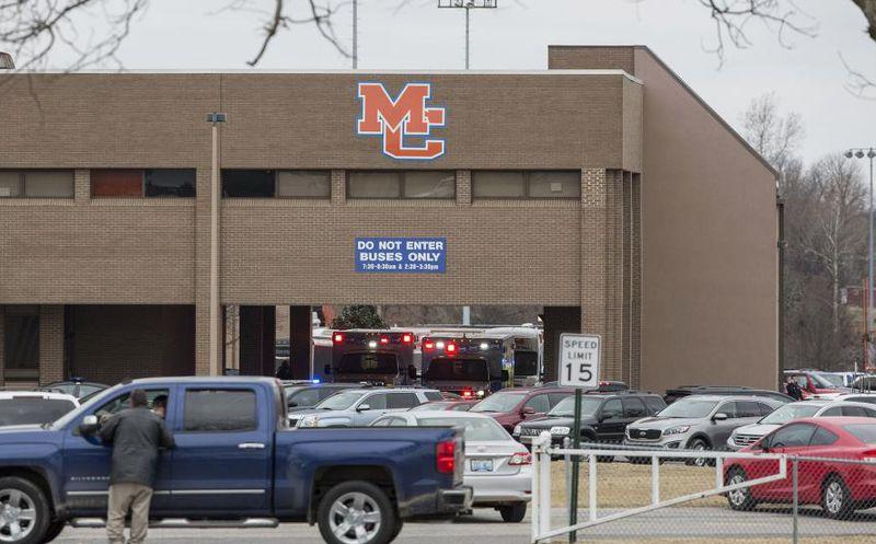 Un muerto en tiroteo en escuela secundaria de Kentucky, EE.UU