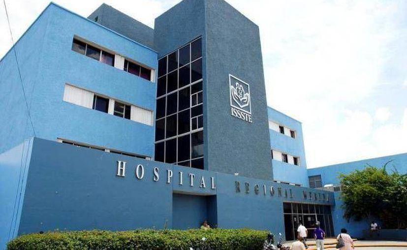 El Hospital Regional del Issste en Mérida podría vivir horas oscuras el 1 de octubre, pues además de que les faltan cubrir 155 plazas, ese día es de descanso obligatorio por ley. (Foto SIPSE)