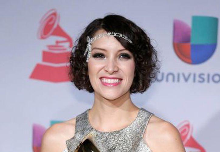 La guatemalteca Gaby Moreno recibió el Grammy Latino a la mejor artista nueva. (Agencias)