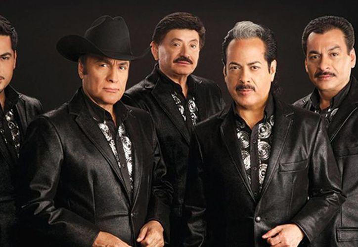 Tigres del Norte estrena su nuevo sencillo 'Ataúd'. (telemundo.com)