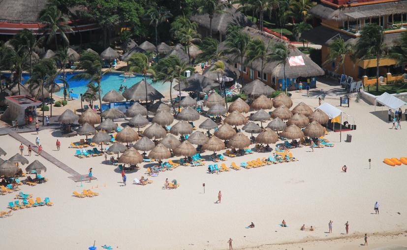 Entre los concesionarios de zona federal deudores no sólo se encuentran hoteles, también hay restaurantes, comercios y otros prestadores de servicios turísticos. (Paola Chiomante/SIPSE)