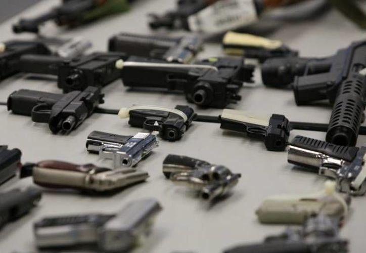 La obligatoriedad de la posesión de armas es considerada por varias poblaciones en EU. (SIPSE/Archivo)