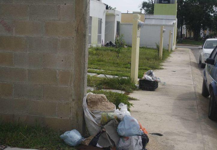 Las casas del fraccionamiento Las Palmas, presentan ya graves deficiencias. (Rossy López/SIPSE)
