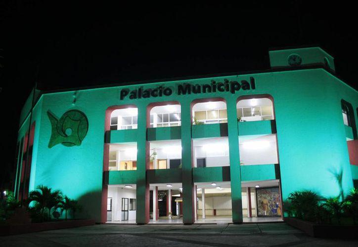 Lala estructura de la administración municipal que encabeza Eduardo Espinosa Abuxapqui es de alrededor de 149 funcionarios. (Harold Alcocer/SIPSE)