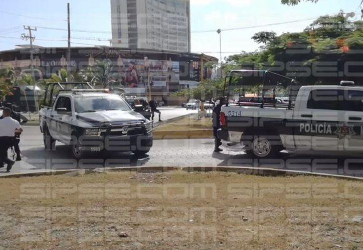 Autoridades municipales y ministeriales arribaron a la zona. (Orville Peralta/ SIPSE)