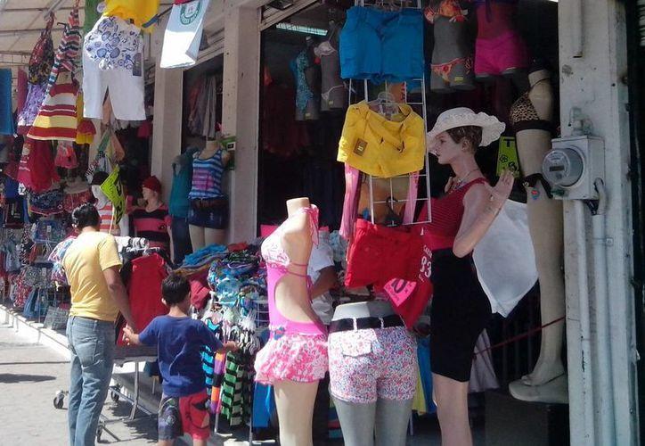 Ofrecen todo lo necesario para que las familias disfruten de la playa. (Yesenia Barradas/SIPSE)