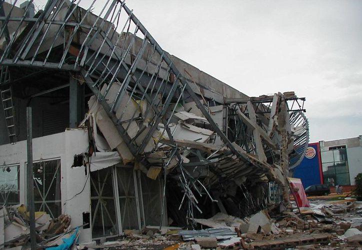El huracán Wilma ocasionó severos daños al haber estado más de 70 horas estacionario sobre la entidad. (Redacción/SIPSE)