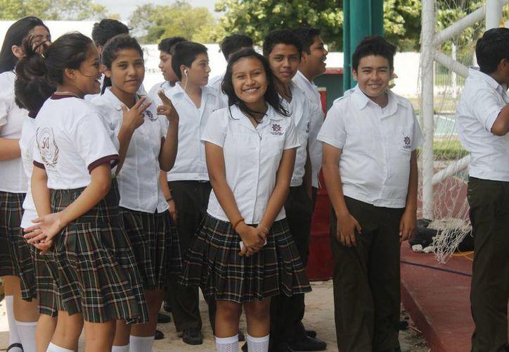 Los jóvenes que estudian la secundaria, podrán conocer más sobre las carreras y su propia vocación estudiantil. (Harold Alcocer/SIPSE)