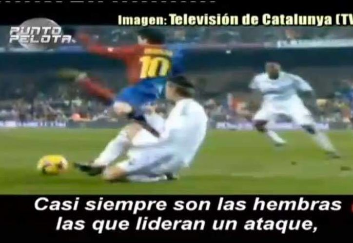 En el video se muestran faltas al delantero argentino. (Foto: TV3)