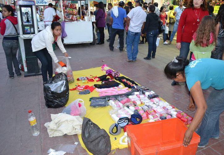 El comercio ambulante es otra de las actividades informales más socorridas. (Notimex)