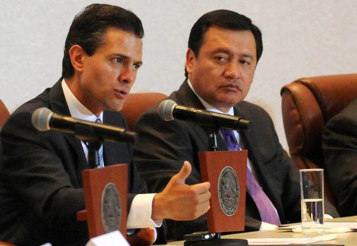 El presidente de México, Enrique Peña Nieto, y el titular de Segob, Miguel Osorio Chong, en una reciente reunión con al Conferencia del Episcopado Mexicano. (Archivo/Notimex)