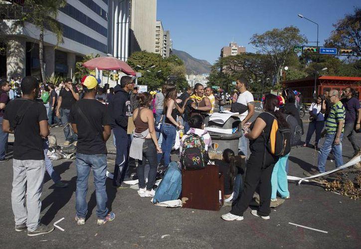 """HRW afirma que ha recibido """"denuncias serias"""" de defensores de derechos humanos que indican que las fuerzas de seguridad, en particular la Guardia Nacional Bolivariana, han golpeado o disparado a manifestantes desarmados en Caracas y otras partes del país. (EFE)"""